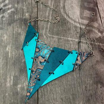 svostranska usnjena ogrica spike caribbean blue and black evileve
