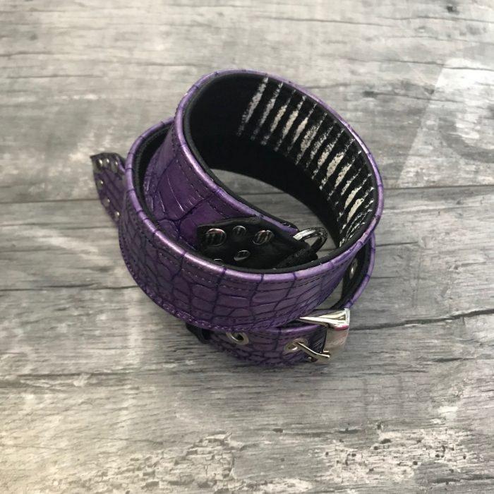 črnobel vijoličen usnjen pas evileve