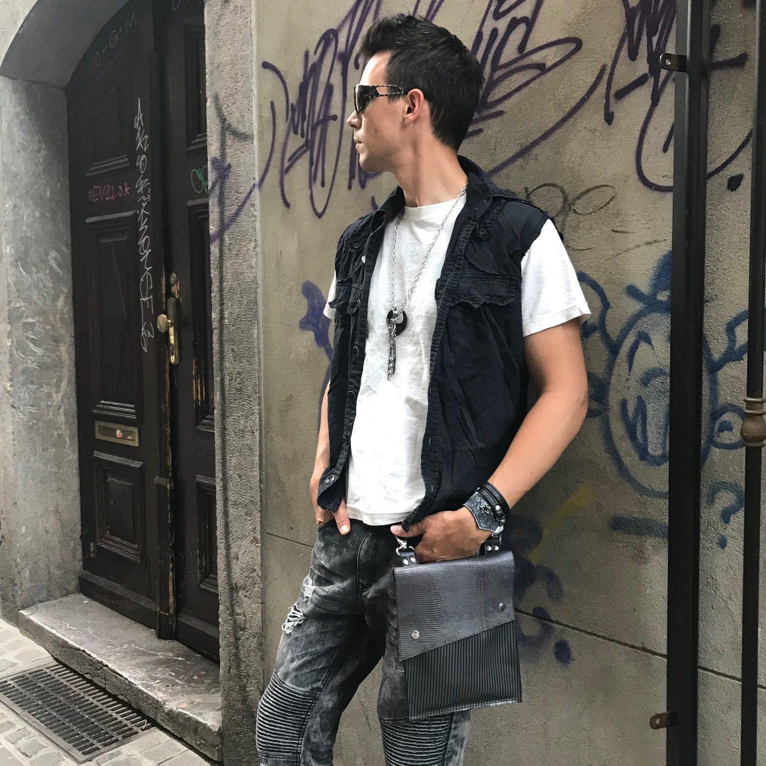 usnjena vecnamenska prirocna torbica blackie classic