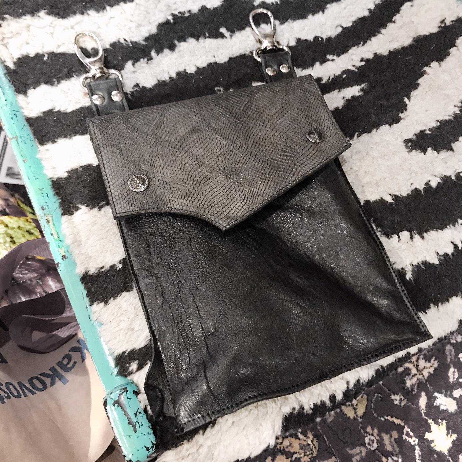 Snemljiva večnamenska priročna torbica Men Hands Free Bag Black Shine