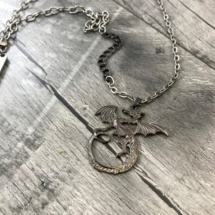 moska oglica evileve dragon